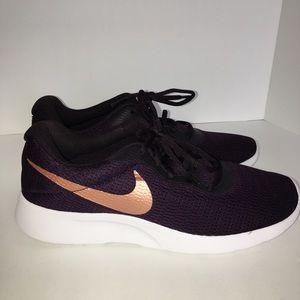 Nike Tanjun Sneaker Burgundy 10M Brand New